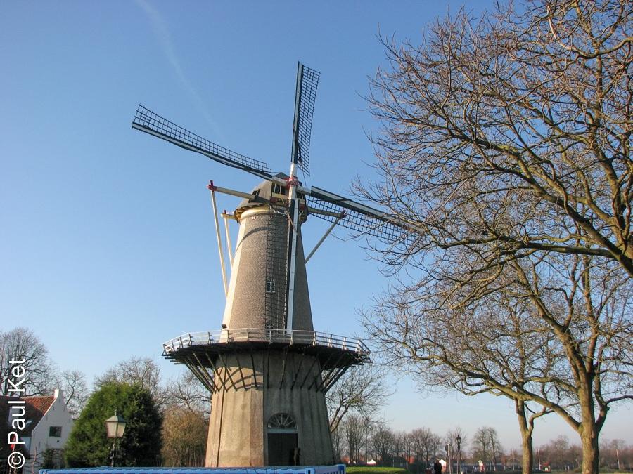 "Taken at Latitude/Longitude:51.913281/5.336286. 0.35 km East Buren Gelderland Netherlands <a href=""http://www.geonames.org/maps/google_51.913281_5.336286.html""> (Map link)</a>"
