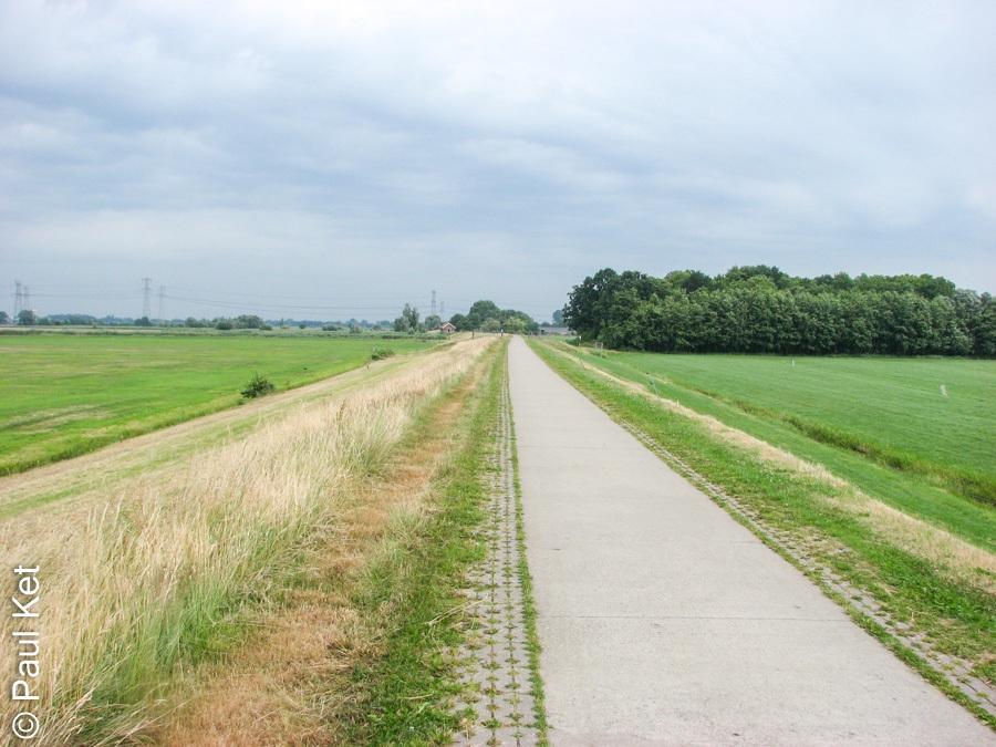 "Taken at Latitude/Longitude:52.584006/6.105728. 0.65 km West Streukel Overijssel Netherlands <a href=""http://www.geonames.org/maps/google_52.584006_6.105728.html""> (Map link)</a>"