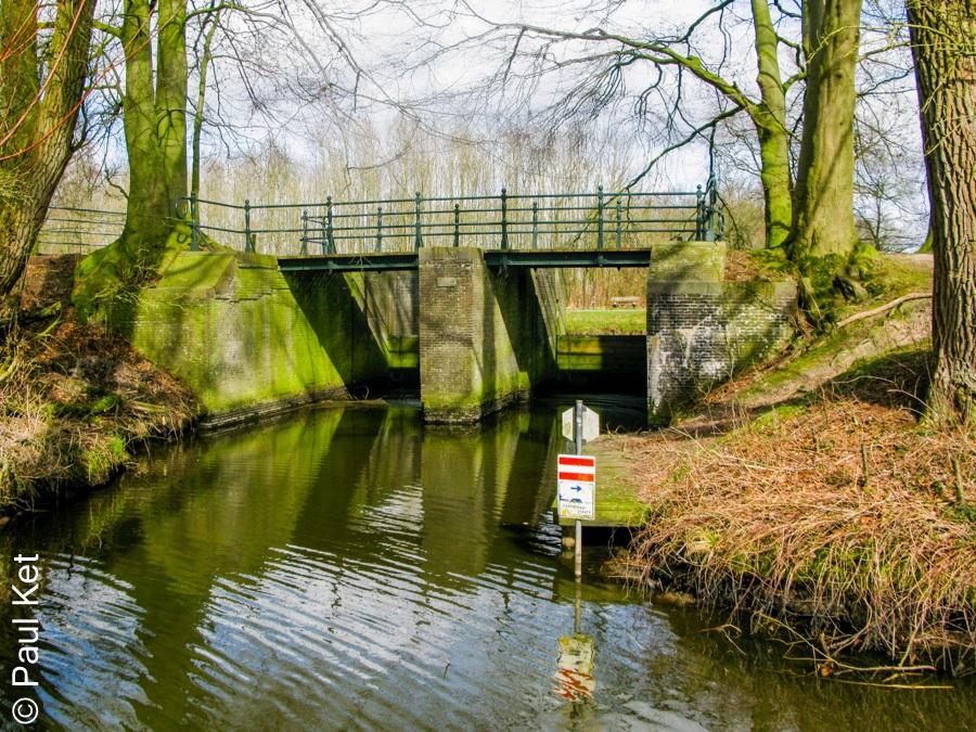 "Taken at Latitude/Longitude:52.098592/5.435405. 1.33 km West Voskuilen Utrecht Netherlands <a href=""http://www.geonames.org/maps/google_52.098592_5.435405.html""> (Map link)</a>"
